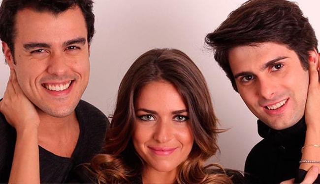 Monique divide o palco com os atores Joaquim Lopes e Bruno Barros - Foto: Divulgação