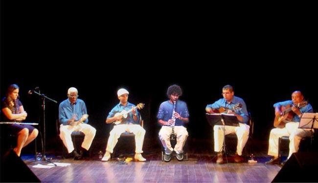 Edson 7 Cordas (o último, a partir da esquerda) fundou o grupo Os Ingênuos - Foto: Augusto Hessel | Divulgação