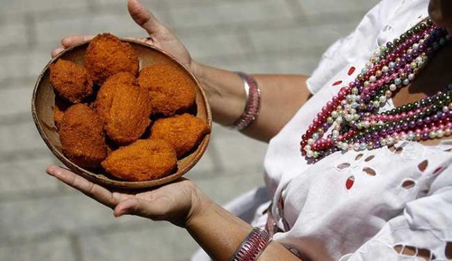 Campanha pela venda dos tradicionais bolinhos é intensa nas redes sociais - Foto: Raul Spinassé | Ag. A TARDE