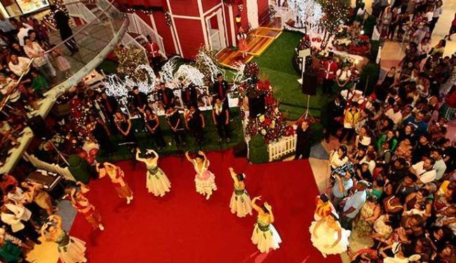 Balé de crianças cegas em inauguração da decoração natalina de um shopping da capital - Foto: Ivan Baldivieso | Agência A TARDE