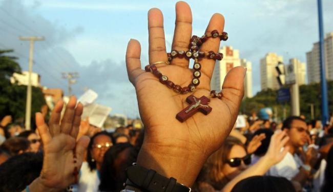 Em um país rico de doutrinas religiosas, as emissoras de TV devem abrir espaço para todos os credos - Foto: Lúcio Távora | Ag. A TARDE