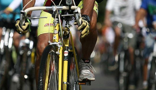 Em junho deste ano, ciclistas de Salvador fizeram evento para pedir mais ciclovias - Foto: Raul Spinassé | Agência A TARDE