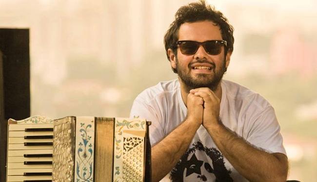 Marcelo Jeneci volta a se apresentar em Salvador e tem como convidado o cantor Curumin - Foto: Divulgação