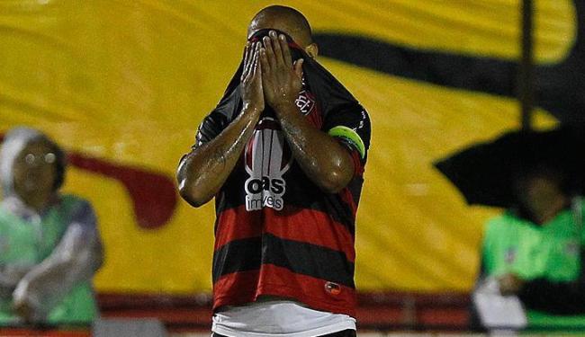 Uelliton, ex-titular e capitão do Vitória, não vai ficar nem no banco neste sábado - Foto: Eduardo Martins / Ag. A Tarde
