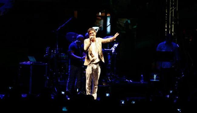 Jorge Vercillo cantou sucessos que animaram o público - Foto: Mila Cordeiro   Ag. A TARDE
