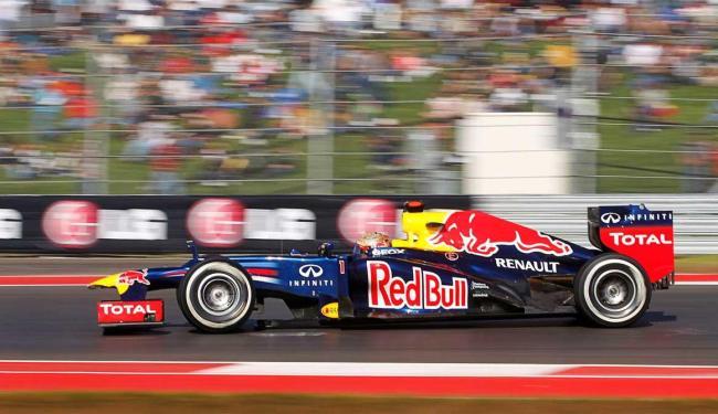 Vettel fez 1:36.490, com uma velocidade média de 205,203 km/h - Foto: Mike Stone | Ag. Reuters