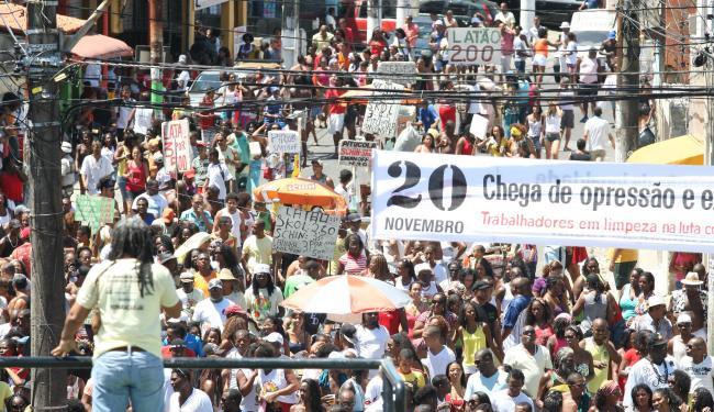 Caminhada reúne centenas de participantes, todos os anos, na Liberdade - Foto: Vaner Casaes / Ag. A TARDE