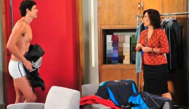 Personagem de Glória Pires vai flagrar Gianecchini trocando de roupa - Foto: Divulgação   TV Globo