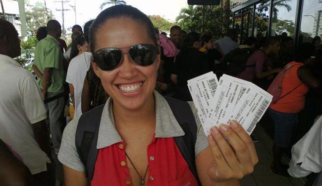 Vanessa Vilaverde foi a primeira a garantir os ingressos após chegar às 19h da noite de terça-feira, - Foto: Bruno Porciuncula | Ag. A TARDE