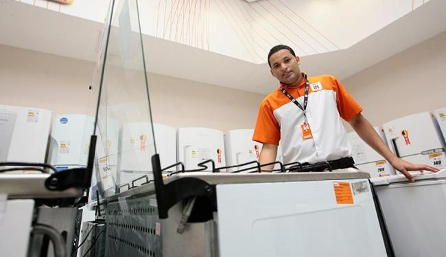 Interessados podem trabalhar como vendedor interno ou operador de vendas - Foto: Mila Cordeiro | Ag. A TARDE