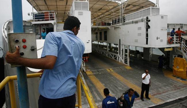 Embarcação Ivete Sangalo passa por inspeção da Vigilância Sanitária na manhã desta sexta - Foto: Raul Spinassé | Ag. A TARDE
