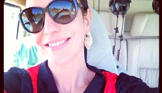 A cantora postou foto no twitter antes de seguir para o Barradão, na tarde deste sábado - Foto: Reprodução   Twitter