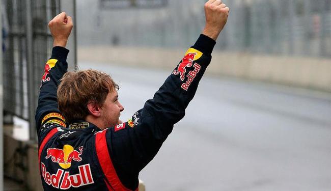 Alemão de 25 anos conquistou o tri ao chegar em sexto lugar no GP do Brasil neste domingo - Foto: Marcelo Sayao / Agência EFE