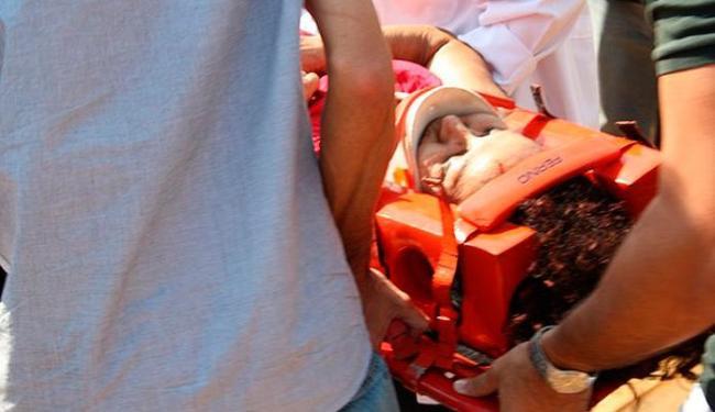 Adriana chegou a ser socorrida, mas não resistiu aos ferimentos - Foto: Marcos Estrella   TV Globo