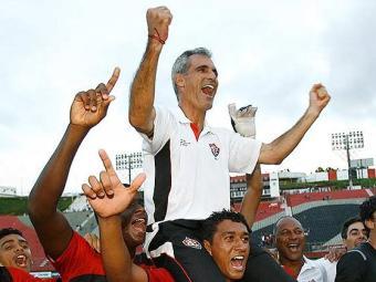 Há quatro anos treinando o sub-20, o técnico Carlos Amadeu assegurou três estaduais - Foto: Fernando Amorim| Ag. A TARDE