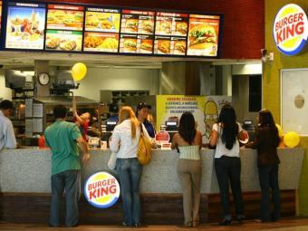 Há quatro chances para atendente de fast food nesta terça - Foto: Rejane Carneiro | Arquivo | Ag. A TARDE