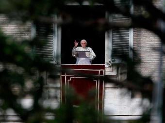 Bento XVI, que falou pela festa da Imaculada Conceição, disse se sentir próximo das vítimas - Foto: Max Rossi | Ag. Reuters