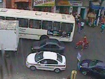 Trânsito segue lento na região do Largo do Tamarineiro - Foto: Reprodução   Transalvador
