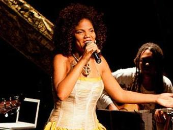 Sambista Juliana Ribeiro apresenta projeto Amarelo-Verão neste sábado, no Rio Vermelho - Foto: Divulgação
