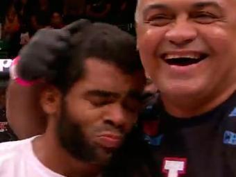Wolverine derrotou o norte-americano Reuben Duran aos 4m05s do primeiro round - Foto: UFC / Reprodução