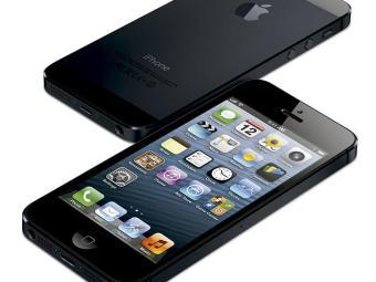 Além de ser mais leve e mais fino que o antecessor, Iphone 5 também tem tela de 5 polegadas - Foto: Agência Efe