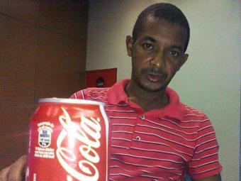 Jairo diz que passou mal após tomar refrigerante comprado em supermercado - Foto: Thamires Tavares | Ag. A TARDE