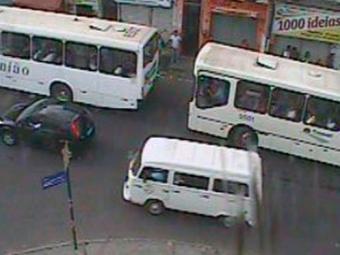 Trânsito segue intenso no Largo do Tamarineiro - Foto: Reprodução | Transalvador