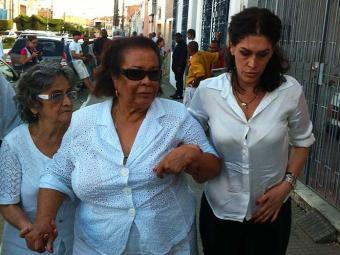 Mãe Carmem e Paula Lavigne acompanham cortejo com corpo de Dona Canô - Foto: Luciano da Matta | Ag. A TARDE