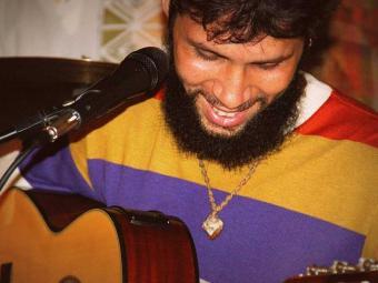 O cantor investe em repertório autoral - Foto: Milena Cordeiro   Divulgação