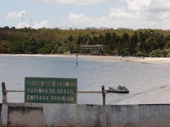 Praia de Inema ficou deserta na manhã deste sábado - Foto: Lúcio Távora | Ag. A TARDE