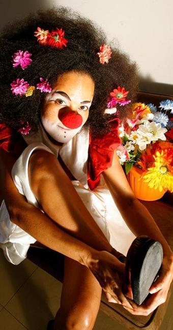 Felícia de Castro, uma das pioneiras na arte do clown no Estado, destaca a comicidade das mulheres - Foto: Marco Aurélio Martins | Ag. A TARDE