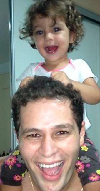 Pedro Leonardo com a filha nos ombros - Foto: Reprodução   Instagram