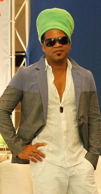 O cantor Carlinhos Brown irá animar o show da virada no Farol da Barra, em Salvador - Foto: Eduardo Martins | Ag. A TARDE