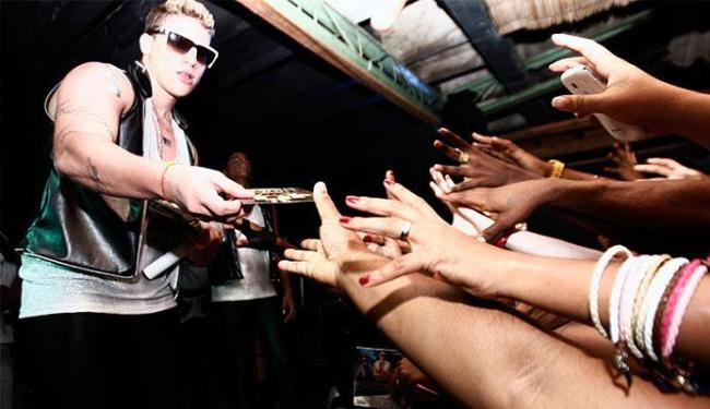 Cerca de 1.500 pessoas foram assistir ao show da banda em Feira de Santana - Foto: Luiz Tito | Ag. A TARDE