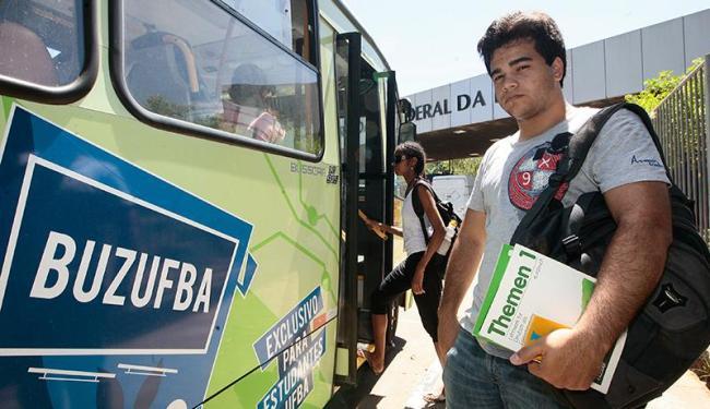 Com o Buzufba, o aluno de direito Pedro Oliveira deixou de chegar atrasado às aulas - Foto: Mila Cordeiro | Ag. A TARDE