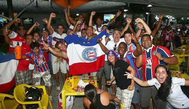 Depois de muita tensão, torcedores do Bahia celebraram a permanência do time na Primeira Divisão - Foto: Fernando Amorim | Ag. A TARDE