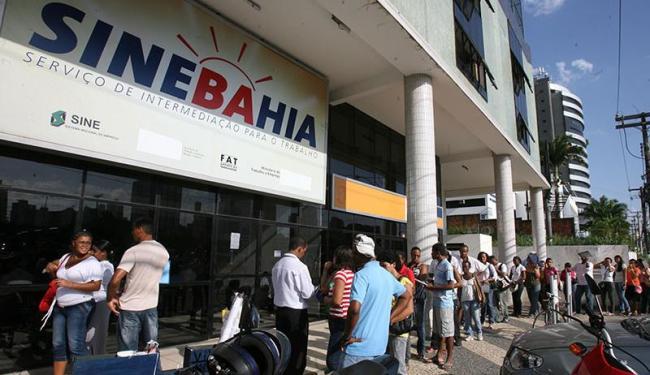 Candidatos devem se dirigir à unidade central do SineBahia - Foto: Arestides Baptista   Arquivo   Ag. A TARDE
