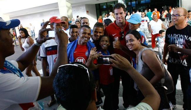O goleiro Marcelo Lomba foi um dos mais celebrados pelos torcedores no Aeroporto de Salvador - Foto: Margarida Neide / AG. A TARDE