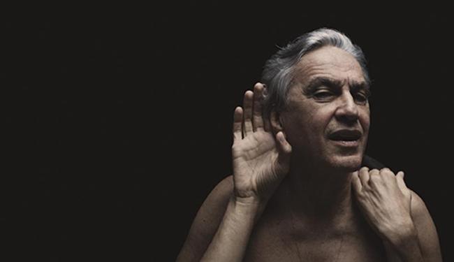 Caetano, 70 anos, em foto promocional do CD Abraçaço - Foto: Fernando Young   Divulgação