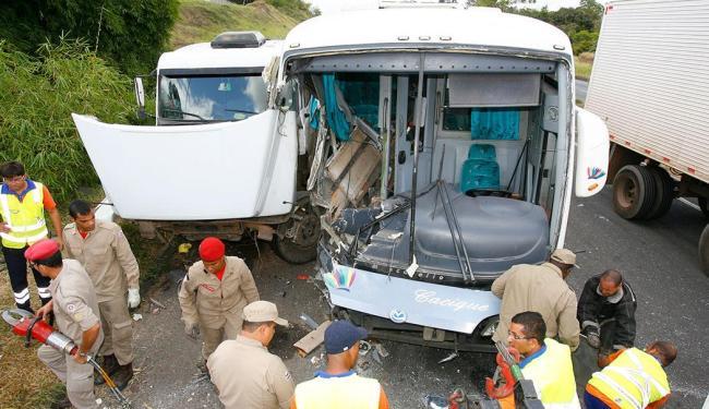 O acidente causou a morte de um homem e deixou 27 pessoas feridas - Foto: Marco Aurélio Martins | Ag. A TARDE