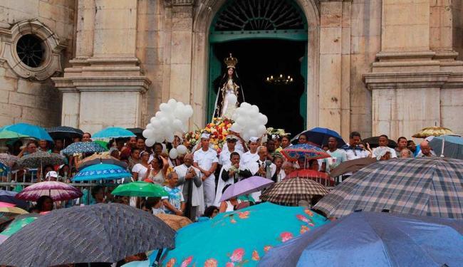Nem a chuva atrapalhou as homenagens à padroeira da Bahia - Foto: Joá Souza   Ag. A TARDE