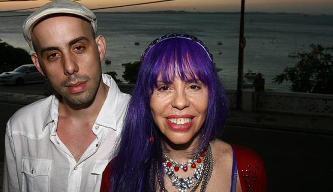 A cantora Baby do Brasil e o filho, Pedro Baby, que dirige o show no TCA - Foto: Fernando Amorim | Ag. A TARDE