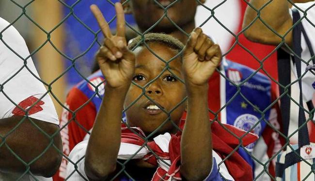 Torcida tricolor espera não ver mais o seu time brigar contra a degola na Série A - Foto: Eduardo Martins   Ag. A TARDE