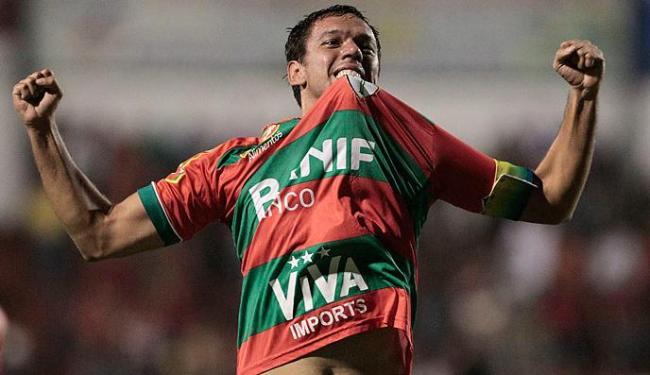 Meia, que jogou com Jorginho na Lusa em 2010, deve permanecer no Grêmio - Foto: MIGUEL SCHINCARIOL/Agência Estado