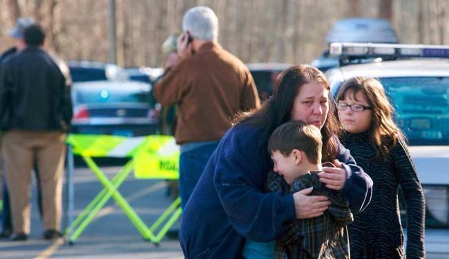 O atirador entrou na escola com duas armas - Foto: Agência Reuters