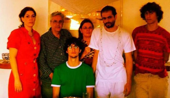 Caetano, os filhos, Dedé e Paula Lavigne unidos pela recuperação de D. Canô - Foto: Divulgação