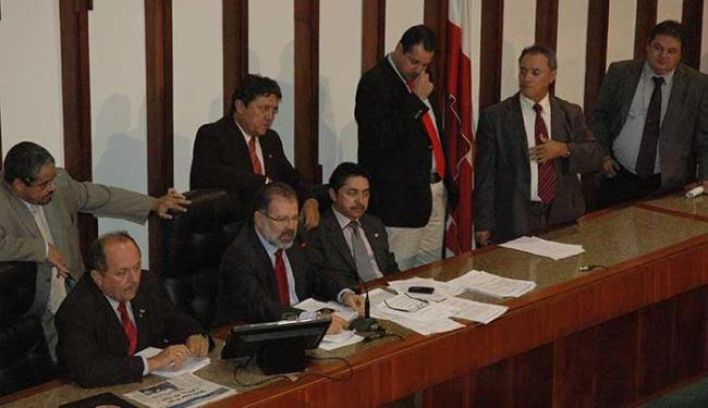 Deputados votaram pela criação de taxa de incêndio e aumento de tributos - Foto: ALB   Divulgação