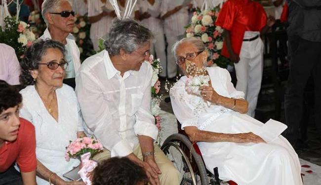 Dona Canô e Caetano Veloso na missa dos 103 anos da matriarca - Foto: Marco Aurélio Martins | Ag. A TARDE