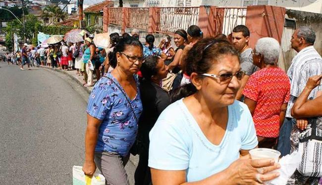 Desrespeito é visto diariamente em vários locais, como filas de banco e hospitais - Foto: Marco Aurélio Martins | Ag. A TARDE