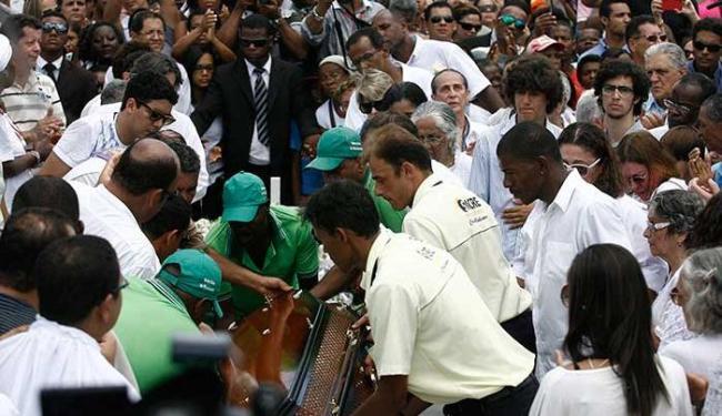 Cerimônia foi marcada por cânticos católicos e pelos clarins dos Filhos de Gandhy - Foto: Raul Spinassé | Ag. A TARDE